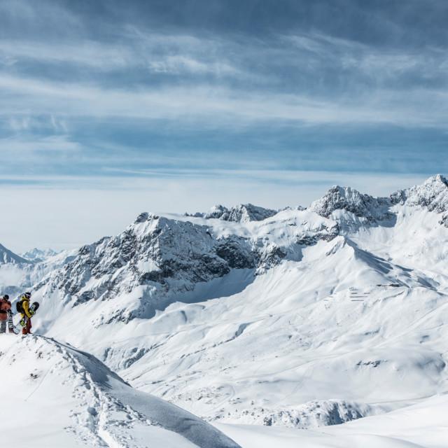Den Ausblick oben am Berg genießen