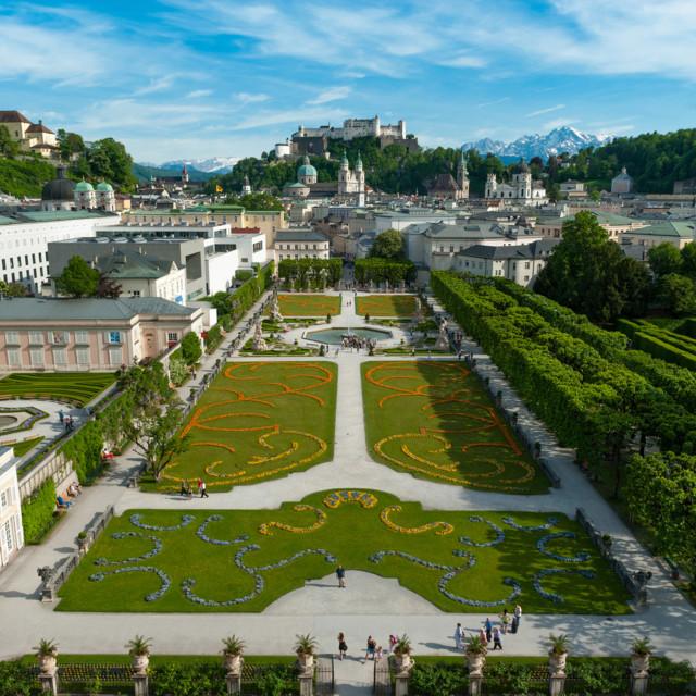 Salzburg: Blick vom Mirabellgarten auf die Festung Hohensalzburg