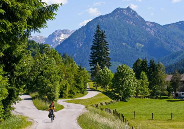 Por los montes de Niederen Tauern en la ruta en bicicleta por el río Enns
