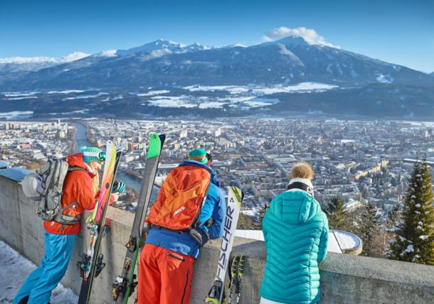 Hungerburgbahn Innsbruck - Skifahren auf der Nordkette bei Innsbruck