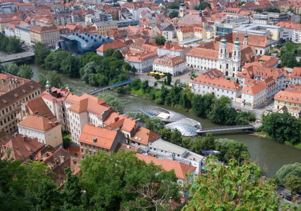 Graz mit Kunsthaus und Mur-Insel