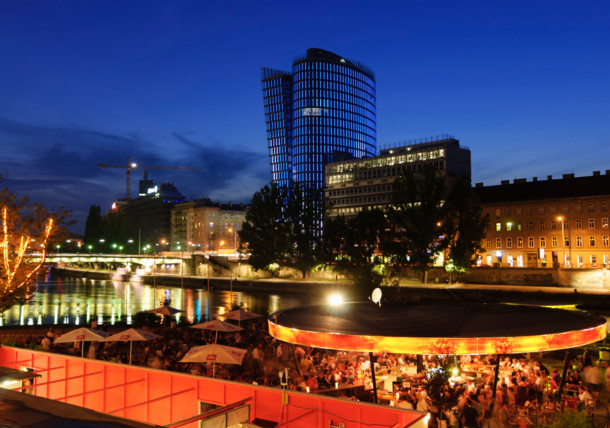 Sommerabend am Donaukanal Wien, Strandbar Herrmann