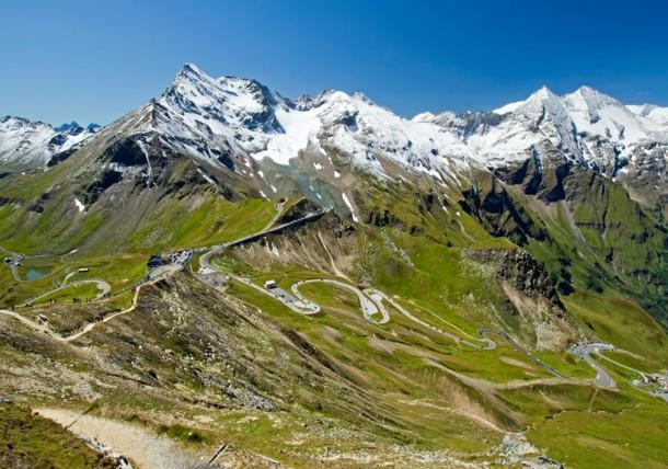Vysokohorská alpská silnice na Großglockner, pohled z Edelweißspitze