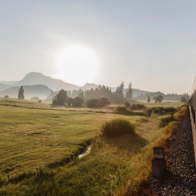 Landschaft mit Zug