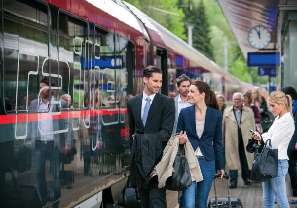 ÖBB Travellers on the station platform