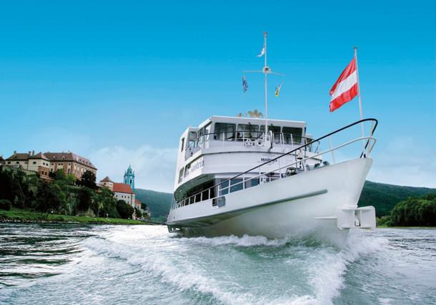 Schifffahrt auf der Donau, Dürnstein (Wachau)