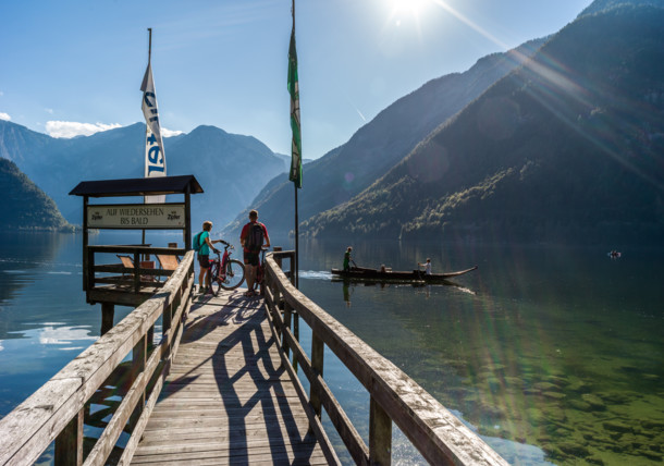 En el embarcadero a orillas del lago de Hallstättersee