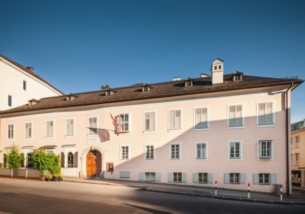 Fassade der Mozart Residenz in Salzburg