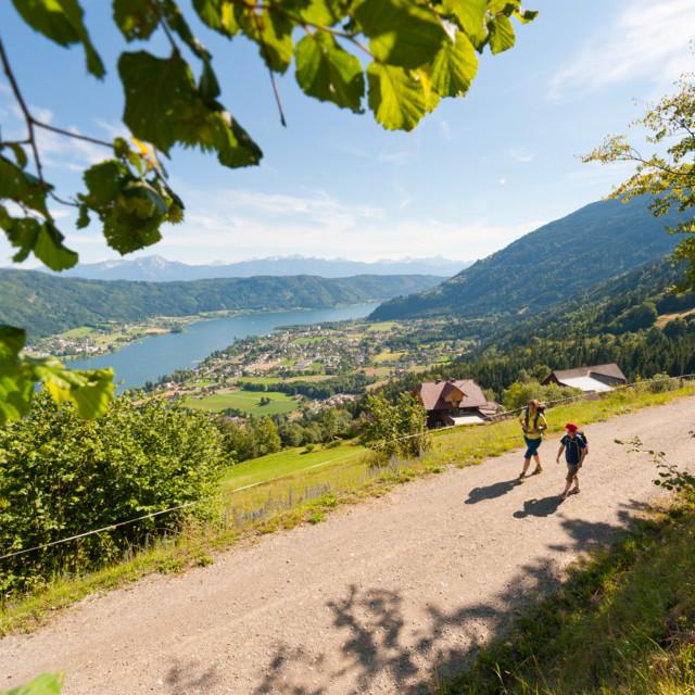 Wandern in der Region Villach mit Blick auf den Ossiacher See