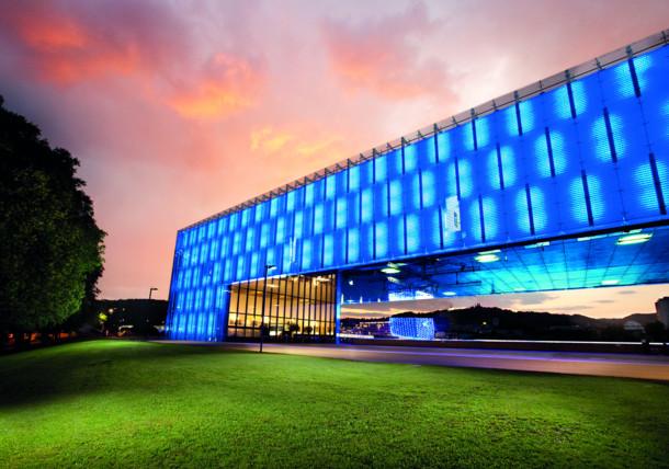 Muzeum sztuki Lentos nad brzegiem Dunaju
