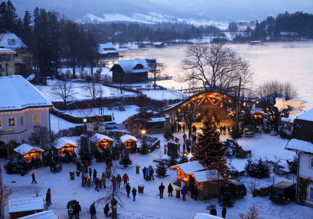 the idyllic christmas market at lake Wolfgang