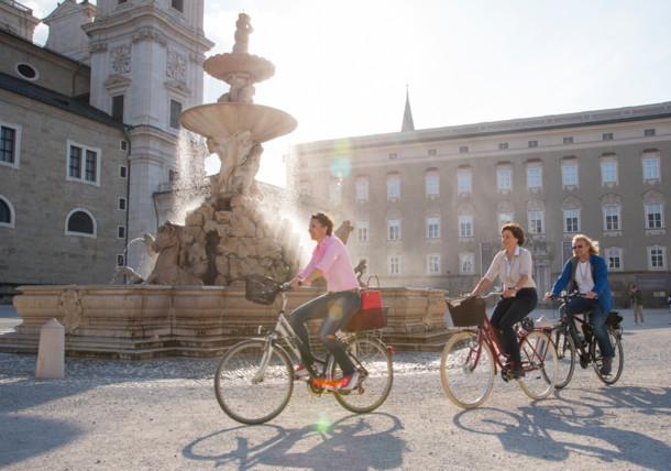 Pe biciclete prin orașul Salzburg, Piața Residenzplatz