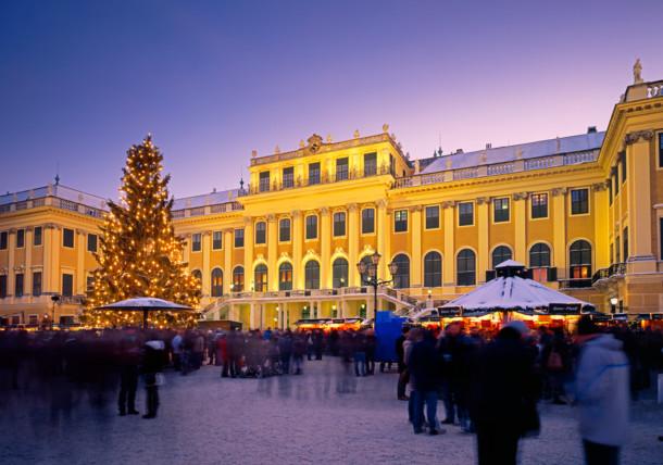 Marché de Noël devant le Château de Schönbrunn à Vienne