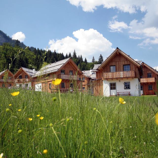 Sommer im Almhüttendorf Hagan Lodge