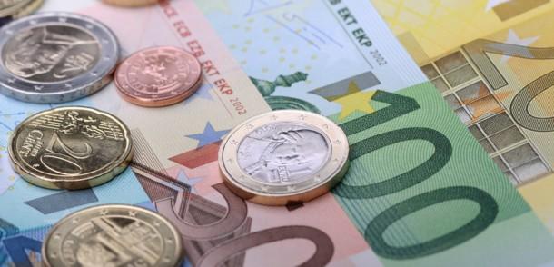 Banknoten und Münzen