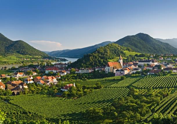 مشاهد جميلة حول وويلدزي في منطقة واتشو، النمسا الدنيا