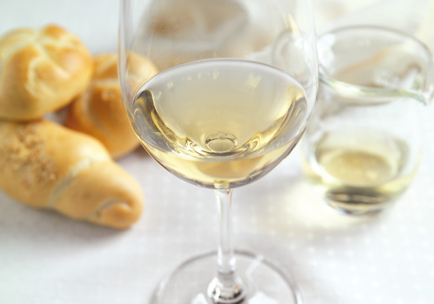 White wine and bread