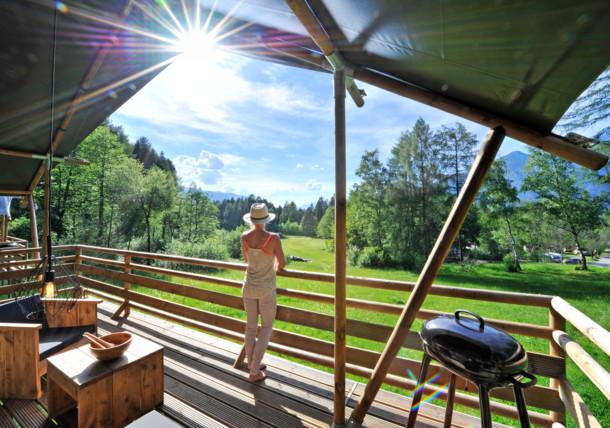 Cortul Safari-Lodge pe lacul Natterer See în Tirol