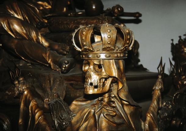 Der verziehrte Sarkophag im Kaisergrab