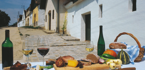 Jause in Weinviertler Kellergasse