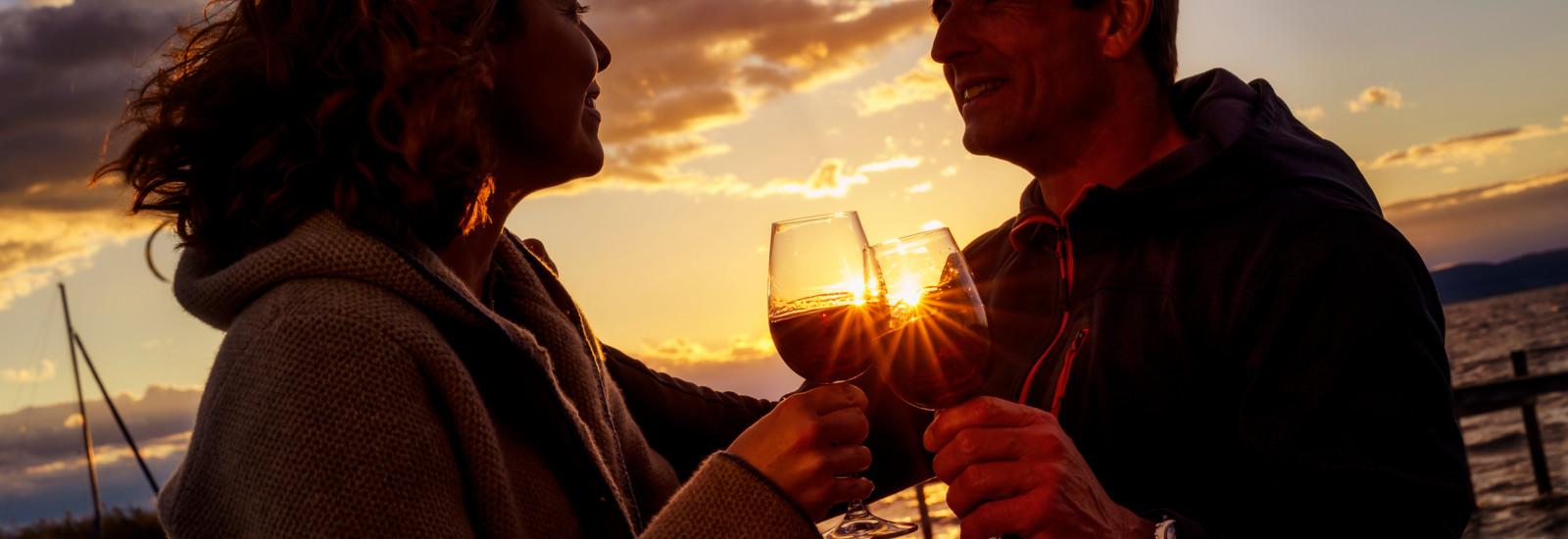 Gemütlicher Ausklang einer Radtour mit einem Glas Wein