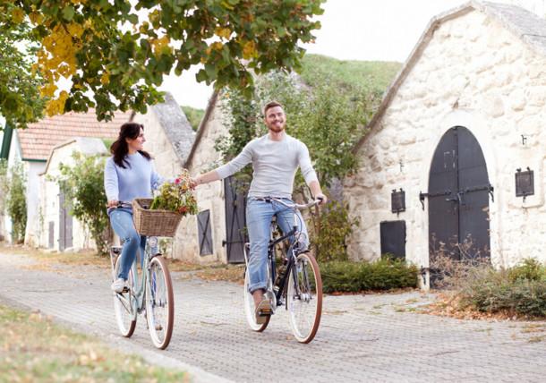 Na bicykli cez uličky s vínnymi pivnicami