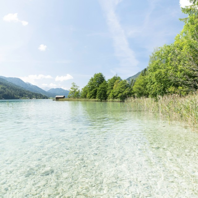 Weissensee: Kristallklares Wasser in den Alpen in Kärnten