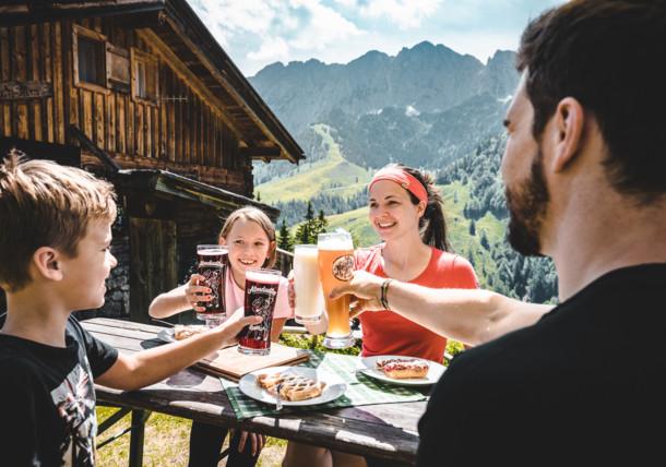 Snídaně v přírodě pohoří Kaisergebirge