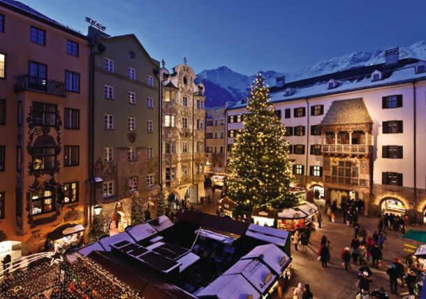 Árbol de Navidad en el centro de Innsbruck