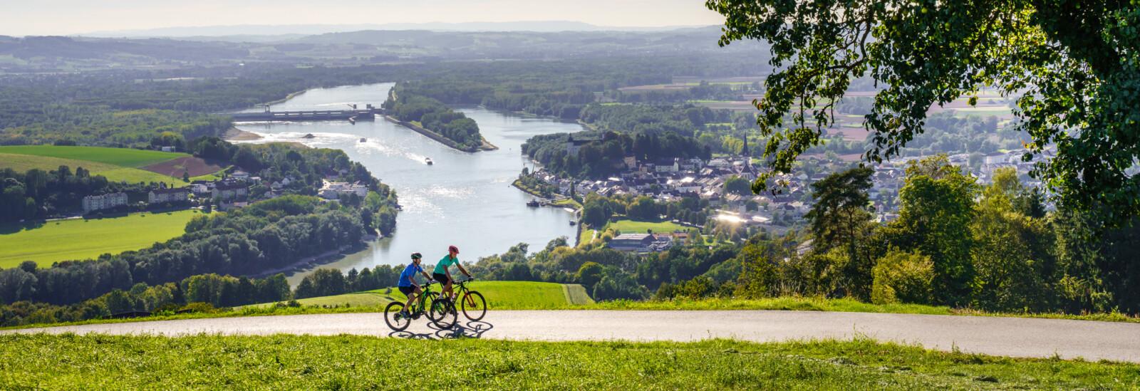 Zwei Mountainbiker unterwegs im Mühlviertel