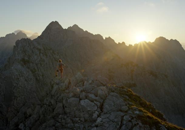 Wanderer am sonnigen Gipfel, Alpines Lebensgefühl