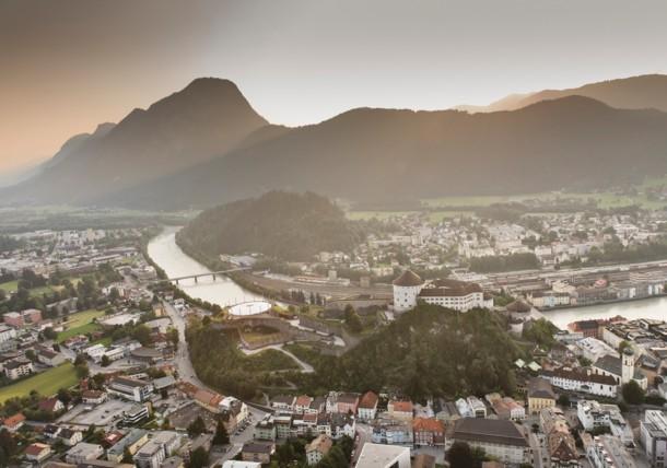 Stadt Kufstein mit Festung und Inn