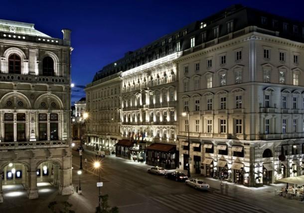 Aussenansicht Hotel Sacher bei Nacht