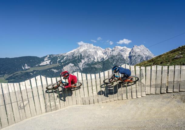 """Přejezd na horském kole přes freeridovou trasu """"Flying Gangster"""" (Bikepark Leogang)"""