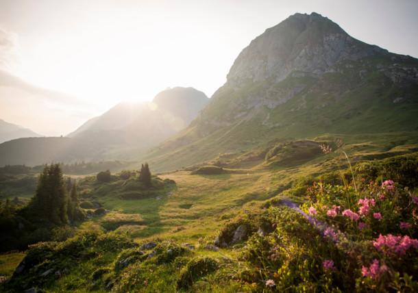 Die Landschaft sieht beim Sonnenaufgang noch bezaubernder aus