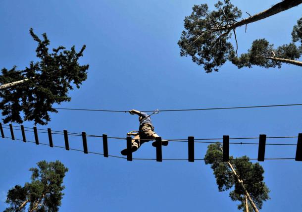 Vrouw tijdens het klimmen