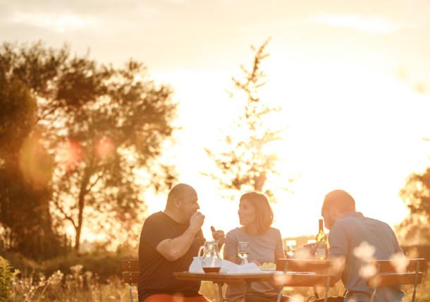 Donau, Abendsonne Essen, Camping Au an der Donau