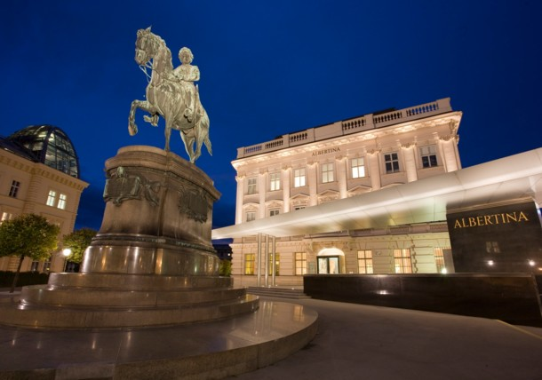 Reiterstatue vor der Albertina