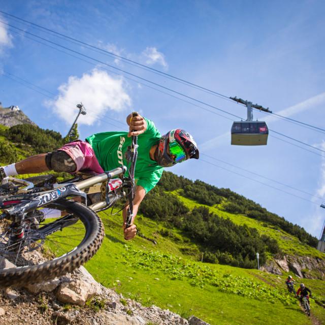 Mountainbiker Downhill