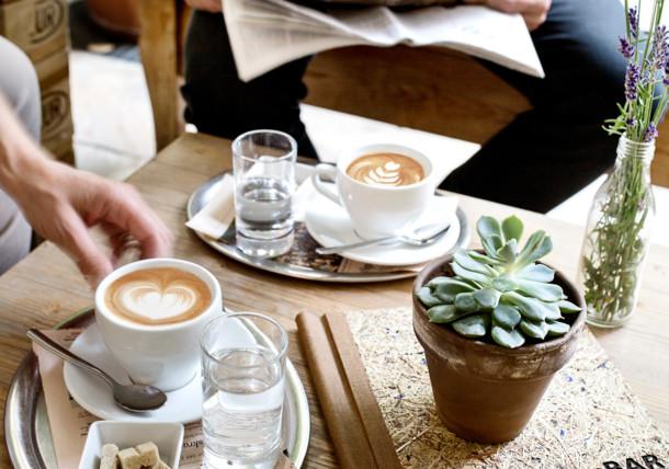 Cappuccino im Garten