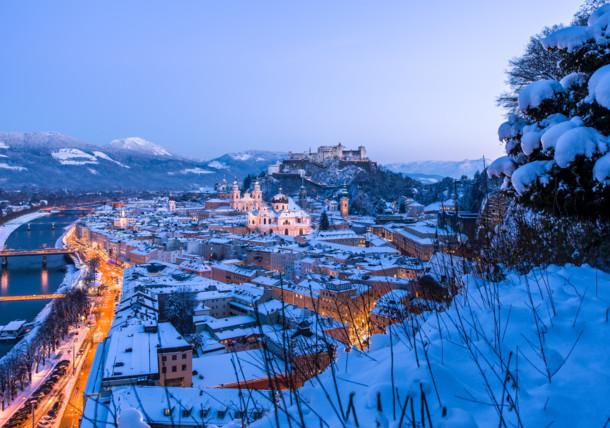 Večerný Salzburg v zime