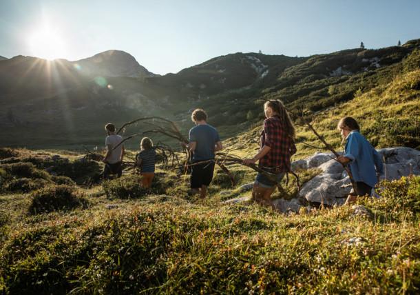 Fát gyűjteni a tábortűzhöz, családi nyaralás a Gjaidalmon