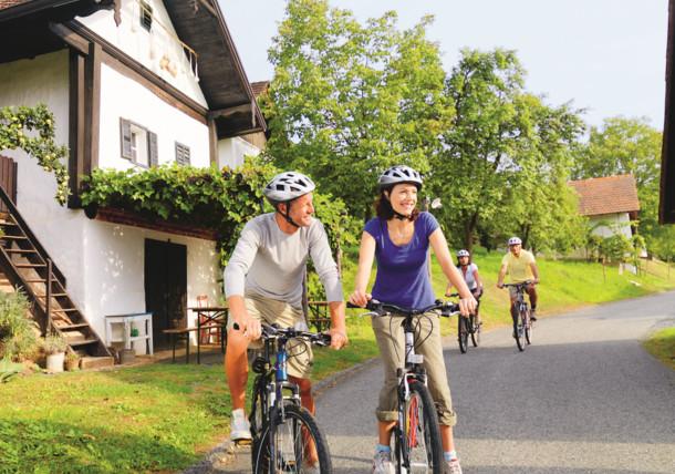 Cyklistika v jižním Burgenlandsku - historická sklepní čtvrť Heiligenbrunn