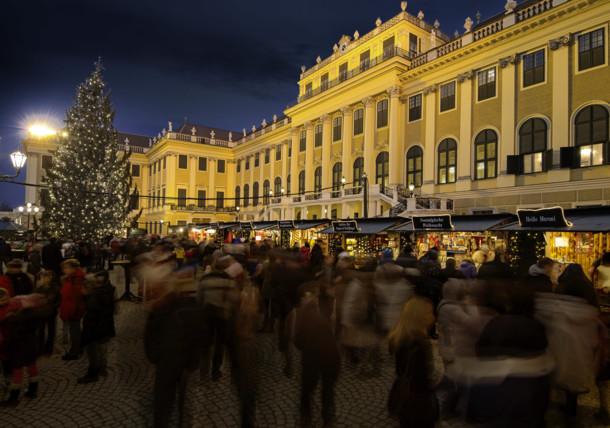 Kultur- und Weihnachtsmarkt vor dem Schloss Schönbrunn