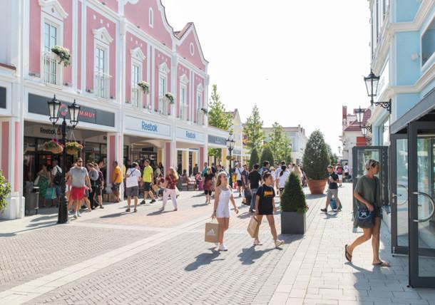 يوم التسوق في ديزاينر أوتليت باندورف