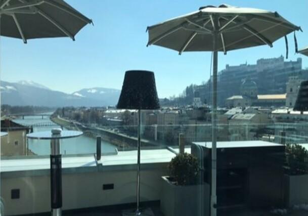 Ausblick von Terrasse über Salzburg