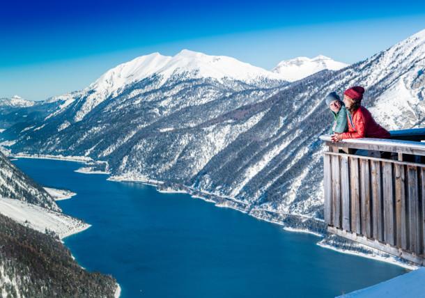 Traumaussicht auf den Achensee vom Alpengasthof Karwendel am Zwölferkopf in Pertisau