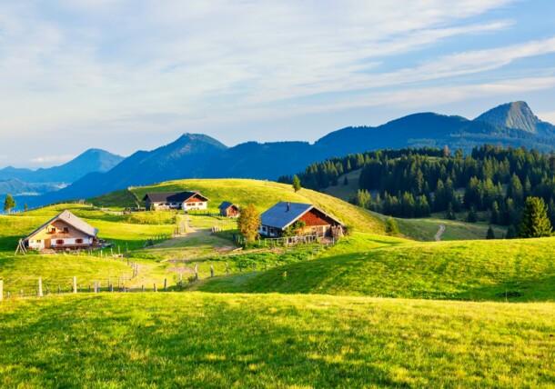 Sunrise at the Feichtensteinalm hut in the Salzburger Flachgau region