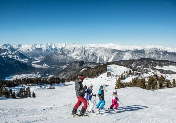 Rodina při lyžování v Ötztalu