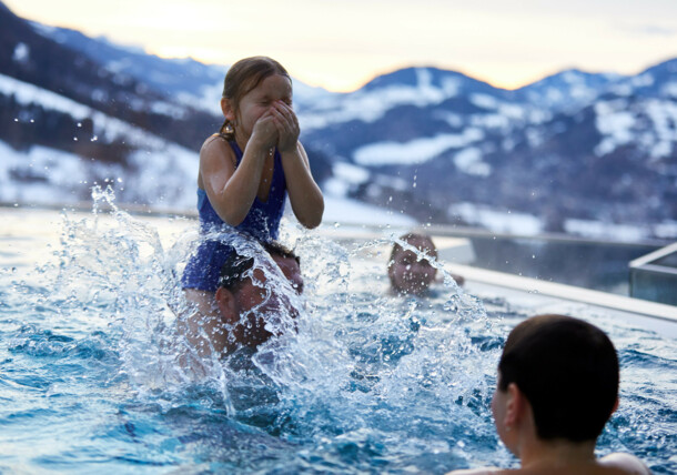 Badespaß im Pool, St. Johann in Salzburg